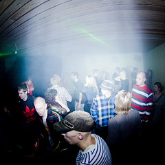 Versus 19/12 2009 (basslineexpress) Tags: party club fun happy dance dj photos vinyl vj hardcore record laser techno rocking noise drumbass djs dub leroy dubstep producers dnb represent struck icepick zub malign tafuri wobbulator losca trpr amazinga pressurehead ventrilok oconofsin zobics kevinvera audiorvlt