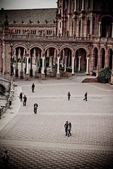Pasos... (InVa10) Tags: plaza people españa canon eos sevilla spain gente steps andalucia badajoz pasos extremadura inva 450d