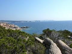 Début du sentier littoral au S de Capu di Fenu : la côte de calcaire vers Bonifacio
