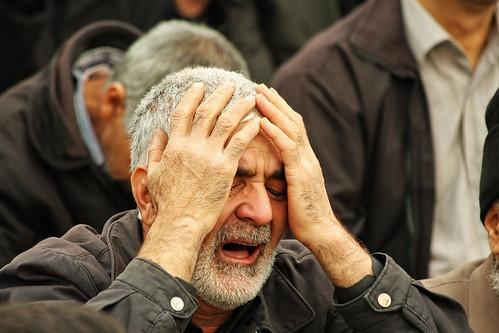 フリー画像| 人物写真| 一般ポートレイト| 頭を抱える| 泣き顔| イラン人|      フリー素材|