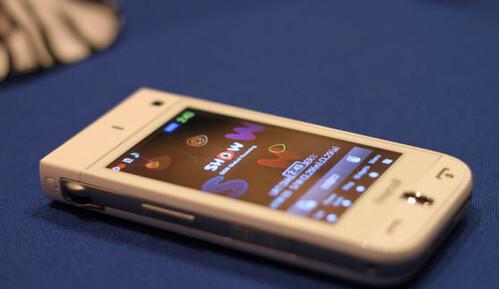 Projektoriai atkeliauja į telefonus ir video kameras