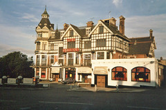 The Queen`s, Westcliff-on-Sea - Aug 1985 (piktaker) Tags: uk hotel essex southend westcliff southendonsea victoriabar thequeens westcliffonsea hamletcourtroad