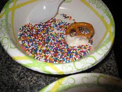pretzels dipping sprinkles