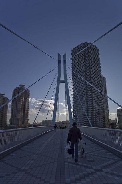 ビル間の吊り橋