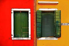 Colori -Colors (carlo tardani) Tags: muro colore finestra giallo rosso venezia burano veneto communicationmatters isoladiburano nikond300 artofimages bestcapturesaoi elitegalleryaoi
