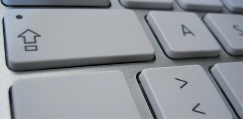 Hochstelltaste auf einer Mac-Tastatur