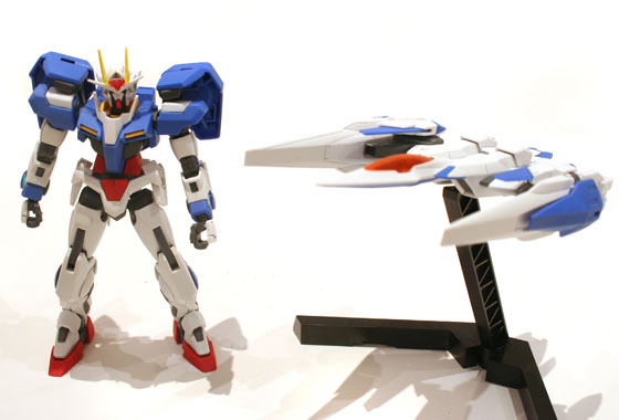 00 Gundam and 0 raiser side by side