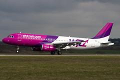 HA-LWB - 4246 - Wizzair - Airbus A320-232 - Luton - 100404 - Steven Gray - IMG_9493