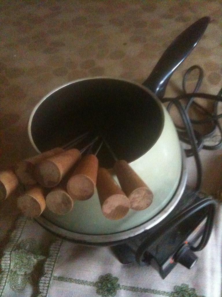 Vintage Oster Fondue Pot w/ Skewers