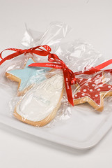 50s style cookies (Bettys Sugar Dreams) Tags: red white rot cookies germany stars hamburg style rockabilly 50s hellblau kekse polkadot lightblue sterne milkbottle placecards zuckerguss weis royalicing milchflasche gepunktet tischkarte bettyssugardreams bettinaschliephakeburchardt eiweisspritzglasur