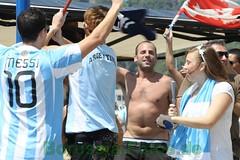 Borussia-Fotos_de045 (BorussiaFotosde) Tags: deutschland fussball fotos 40 fans hafen mallorca gauchos bilder havanabar portandratx siegesfeier argentinien publicviewing blamage weltmeisterschaft2010 wmviertelfinale mijimiji