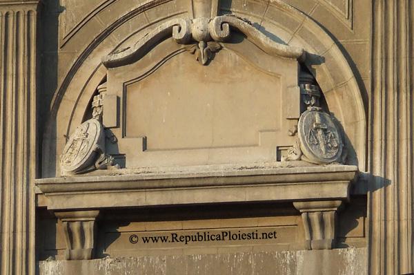 Simbolul Justitiei pe actualul Palat al Culturii din Ploiesti