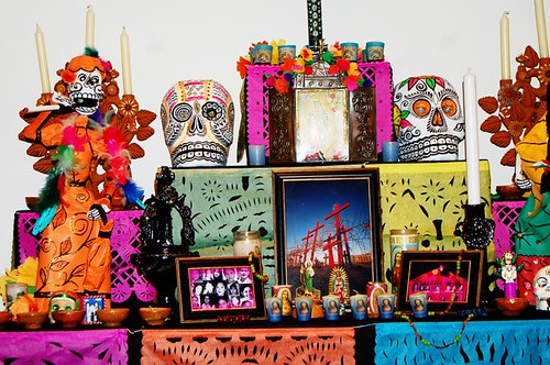 Colorful celebration & skulls (Copyright Hanna Andersson)