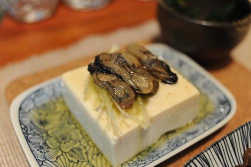 牡蠣のオイル漬け、豆腐のせ