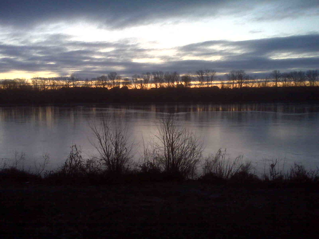 January dawn over Lake Carnegie