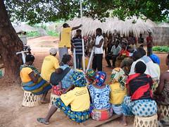 Sesión de formación al comité de agua de la aldea de Catia