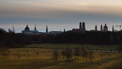 Mnchner Skyline (Maximilian Becker) Tags: skyline mnchen licht sonnenuntergang rathaus englischergarten frauenkirche schatten theatinerkirche alterpeter eos450d efs1855mmis