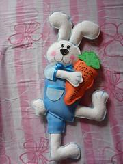 coelho em p R$ 30,00 (Cleva's crafts) Tags: eva artesanato coelho pascoa bundo