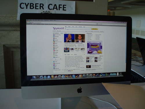 Yahoo homepage on display in Cyber Cafe