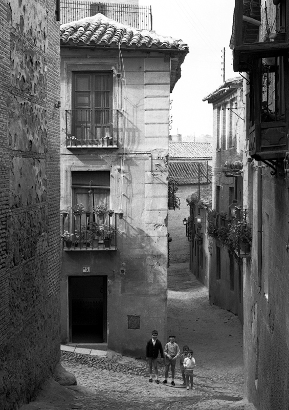 Calle de Santa Leocadia de Toledo en 1967. Fotografía de John Fyfe