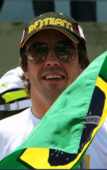 Corta carrera para Alonso en Brasil.