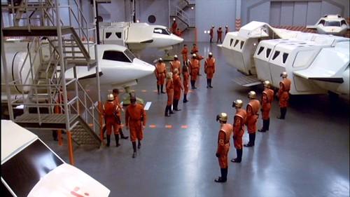 V La Miniserie - Hangar Nave Nodriza (6)