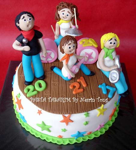 ROCK'N ROLL GROUP BIRTHDAY CAKE