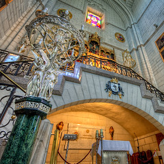 Catedral de La Almudena, Madrid HDR (marcp_dmoz) Tags: madrid espaa architecture canon eos spain arquitectura catholic cathedral map interior kathedrale catedral altar architektur tone hdr spanien katholisch catolico photomatix 50d laalmudena tonemapped tonemapping interiorhdr