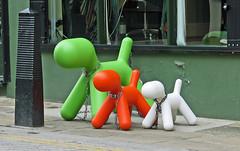 London - Camden Passage Market - Mar 2009 - Minimalist Dogs