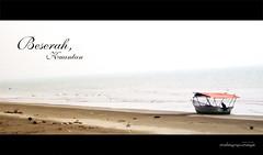 Beserah.. (MalaYneuMaya) Tags: ocean sea beach boat malaysia beaches kuantan sampan beserah