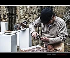 Manos de maestro. (mireba72) Tags: escultura carcassone francia artista piedras castillos marmol martillo escultor