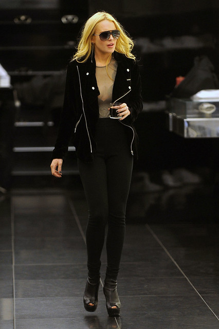 97375_Preppie_-_Lindsay_Lohan_shopping_at_Dior_on_57th_Street_in_Manhattan_-_October_14_2009_287_122_597lo by vogue girls