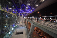 Suvarnabhumi Airport at night - Part 3 (Farangrakthai) Tags: blue light night canon thailand airport bangkok thai 1022mm aroport 450d suvarnabhumi