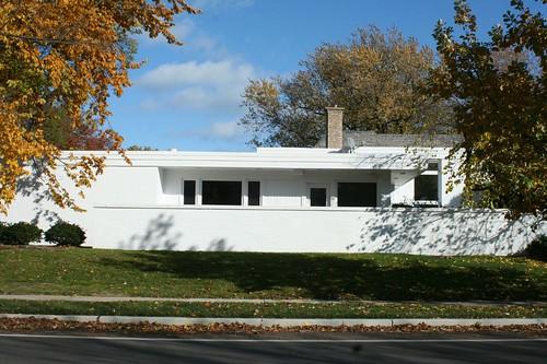 416 Sheridan Road, Wilmette