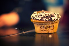 Artie Lange. (Victor Mui) Tags: pictures from blur classic canon photography 50mm aperture focus flickr open bokeh wide victor sugar cupcake sweets 5d crumbs oreo blackout sugary frosting artie lange mui widest f12l