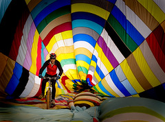 Pedaleando en el globo (pericoterrades) Tags: man color globe colorful balloon pablo bicicleta ciclista rider soe globo colorido aerosttico ciclying pericoterrades bej abigfave artlibre anawesomeshot citrit