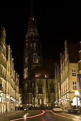 lighting effect01 (Maggie_B.) Tags: auto nacht kirche menschen stadt belichtung lichter nachtaufnahmen