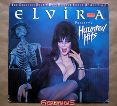 LP OST: ELVIRA presents Haunted Hits (COLLECTOR FIGURES) Tags: music cinema film halloween monster dark movie track darkness vinyl haunted sound lp horror terror monsters nightmare hits disc mistress originale soundtrack ost musique elvira cin horreur bande disque terreur soundtracks tnbres vinyle monstres 33t 33tours cauchemars bandeoriginale