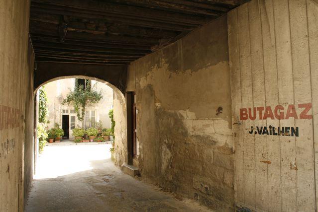 Villeneuve-lès-Avignon, garage