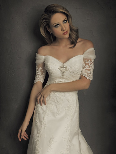 Wedding dress with a romantic design.