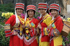Tour guides dressed in Sani ethnic minority costumes, Shilin Stone Forest, Yunnan (+PeterCH51+) Tags: china travel girls people woman tourism girl beautiful women asia chinese guide yunnan minority shilin guides tourguides sani stoneforest ethnicminority chinesegirl chinesewoman shilinstoneforest flickraward earthasia sanigirl peterch51 saniwoman
