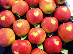 APPLES .. (al-noof) Tags: apple manzana appel apples elma apfel pomme mela ma  jablko     mywinners flickrphotoaward  sv