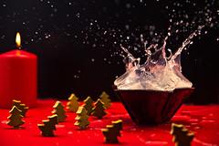 Advent & Splash (dongga BS) Tags: christmas xmas weihnachten advent splash highspeed spritzer 1750mm canoneos50d tamronspaf1750mmf28 frozenmovment