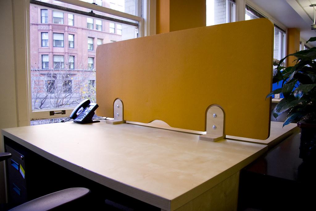 Munwar Desk Dividers