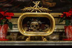 everyone wants a little head on valentine's day... (mym) Tags: rome skull shrine valentine saintvalentine reliquary santamariaincosmedin foraccesstolargerversionsseemyprofile