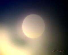 พระจันทร์รักโลก
