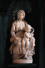 Madonna de Miguel Angel (Vctor Bautista) Tags: church miguel angel cathedral belgium madonna brugge catedral iglesia sigma 1020 brujas nuestra seora damme nottre
