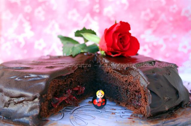 foto  immagine sacher torte torta al cioccolato e marmelatta di rose