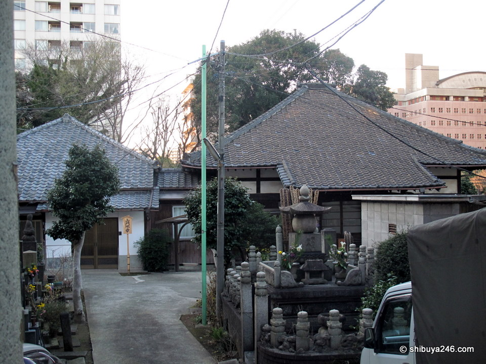 Another small temple and its house.