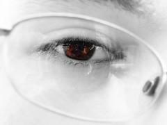 color eye lens splash